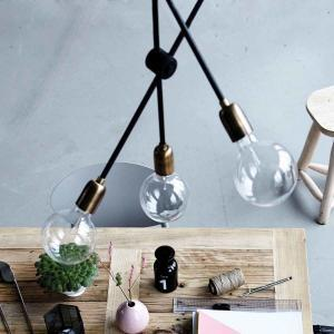 Molecular lampe i sort og messing