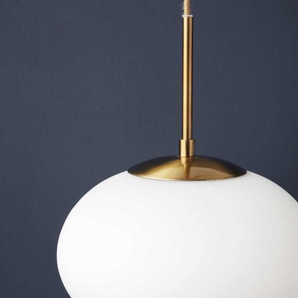 Opal pendel lampe i hvid Ø22 cm fra House Docto