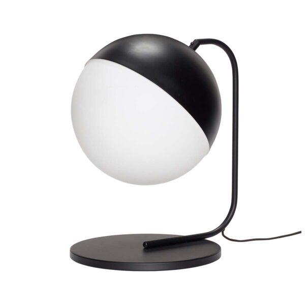Bordlampe i sort metal og hvid glas fra Hübsch. Kan både bruges som bordlampe og som gulvlampe.