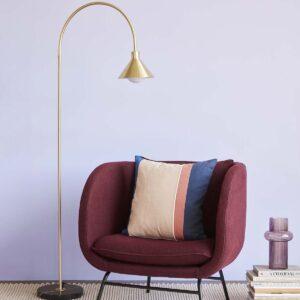 Hübsch loungestol i bordeaux med sort metalstel.