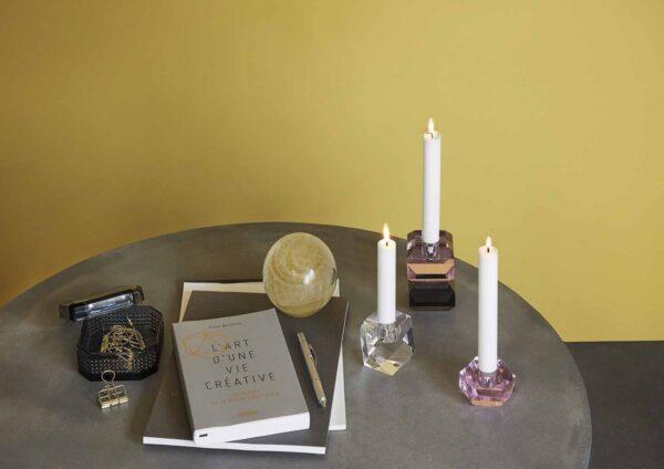 Lysestage i glas sæt á 2 stk i farverne pink og smoke. Hübsch krystal lysestager