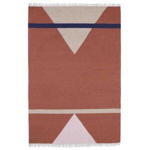 Nordal sharp gulvtæppe 160x240 cm i terracotta, pink og beige. Håndlavet i uld.