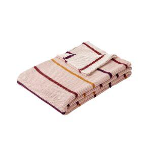 Hübsch plaid med striber i bordeaux, lyserød og okker. Strikket tæppe.