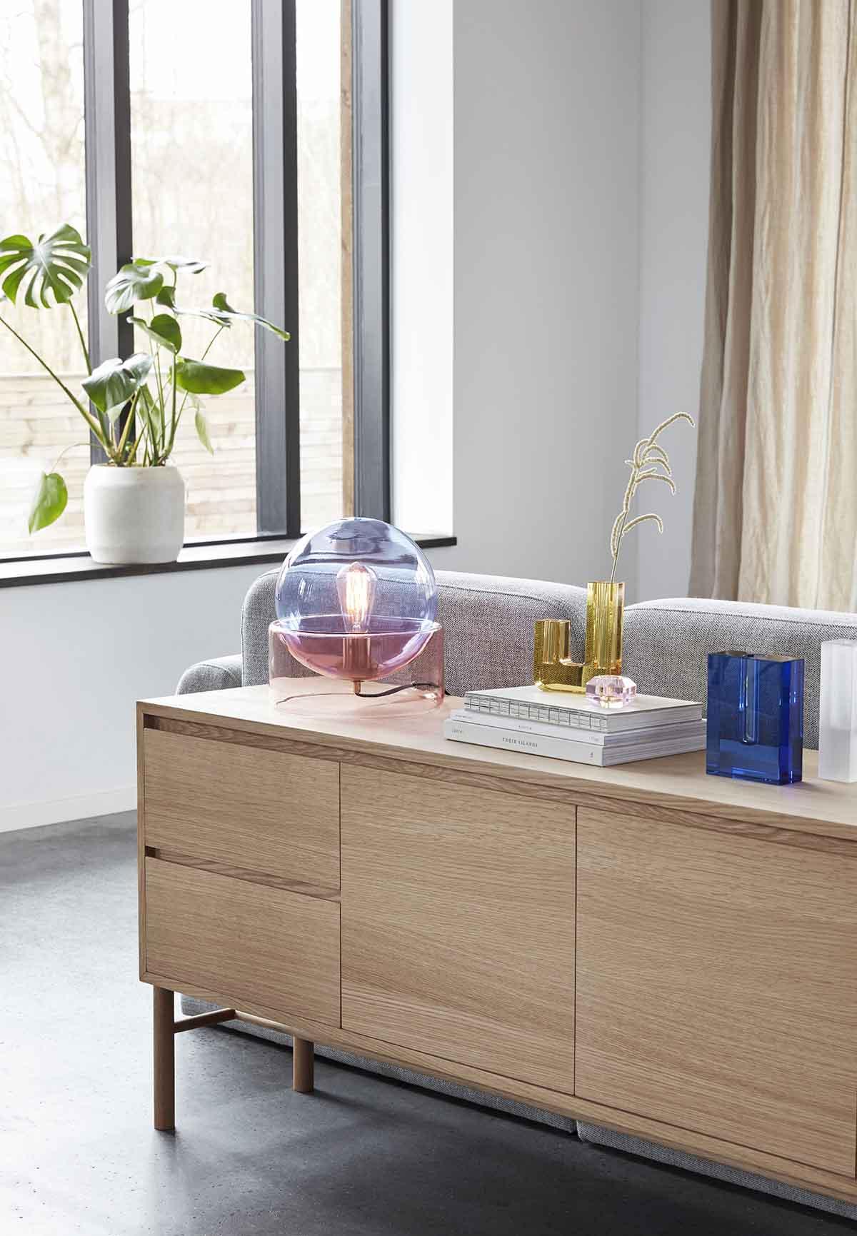 Hübsch bordlampe i glas i blå og rosa