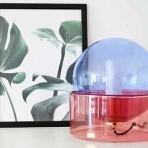 Hübsch bordlampe i blå og rosa glas