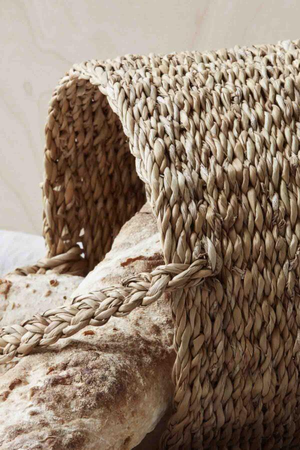 Nicolas Vahé use kurv med hank i natur