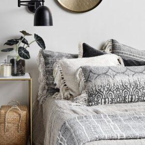 Nordal beige sengetæppe i hør 270x270 cm