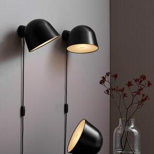 Kuppi væglampe i sort metal