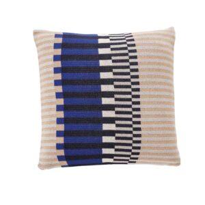 Hübsch pude i beige, blå¨, grå og hvide farver i grafisk mønster