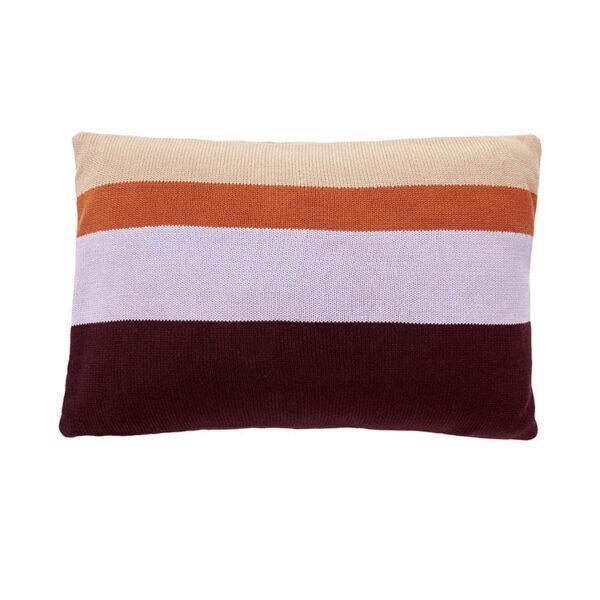 Hübsch strikket pude i bordeaux, lilla, orange og beige