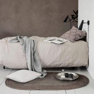 House Doctor Charco gulvtæppe 150x90 cm i naturfarvet jute. Oval form.