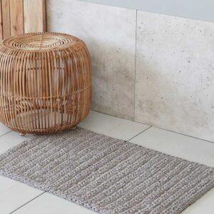 House Doctor crochet badeværelsesmåtte i grå - 60x90 cm