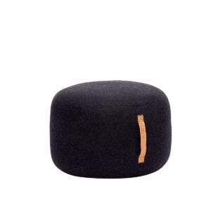 Hübsch puf med læderhank i sort uld Ø50 cm