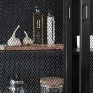 Hübsch vitrineskab i sort metal med mesh på front og sider, 150 cm høj