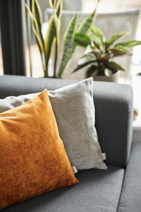 MOUD Home Perfect pude i amber velour, 60x40 cm. Pude i højeste kvalitet.
