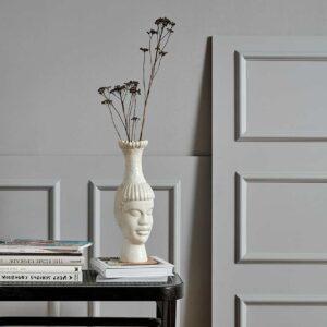 Nordal kimoto vase med ansigt i hvid keramik.