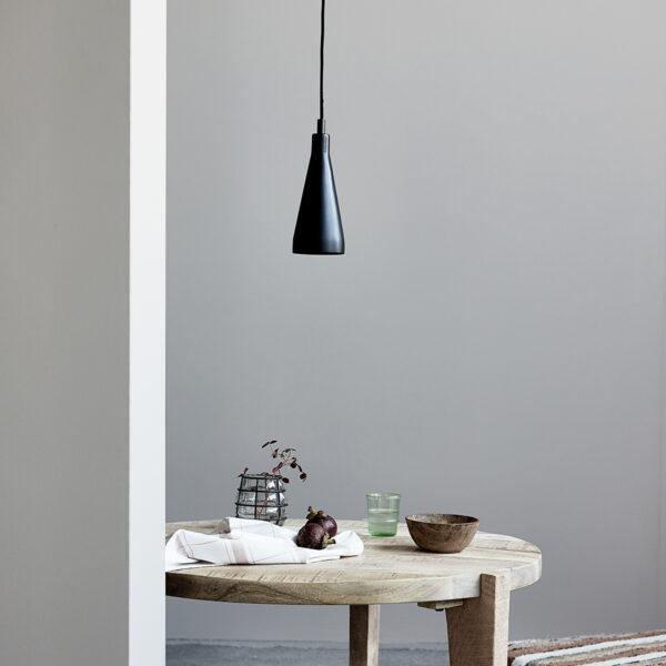 Jammu lampe fra House Doctor i sort er lavet af jern