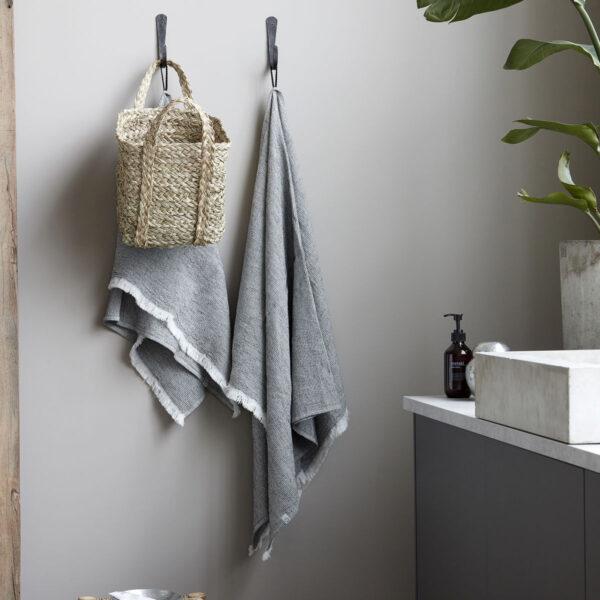 Latur håndklæde fra House Doctor i grå