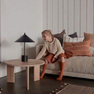 OYOY OY rundt sofabord i egetræ Ø65 cm