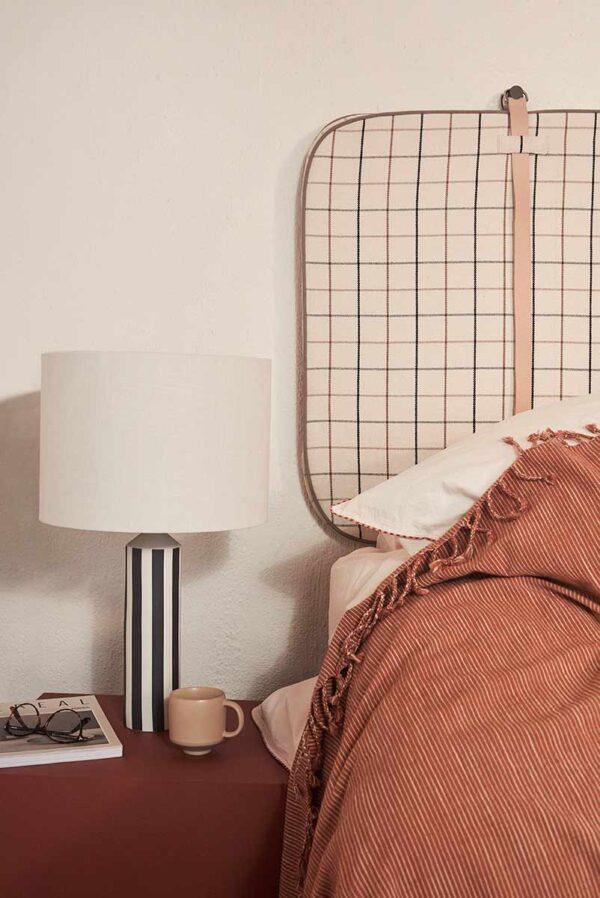 OYOY Sengegavl i ternet mønster i råhvid og brune farver