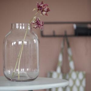 Shaped vase fra House Doctor i lyserød