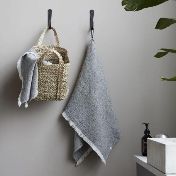 Latur håndklæde fra House Doctor i gråmeleret