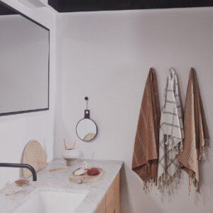 Kyoto gæstehåndklæde fra OYOY i mørk pudder