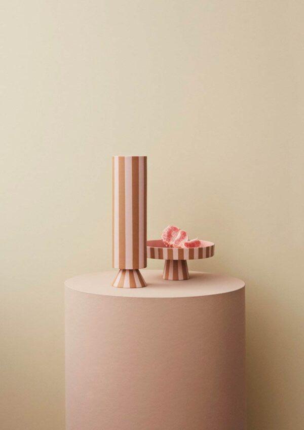 OYOY Toppu vase i karamel og rosa striber