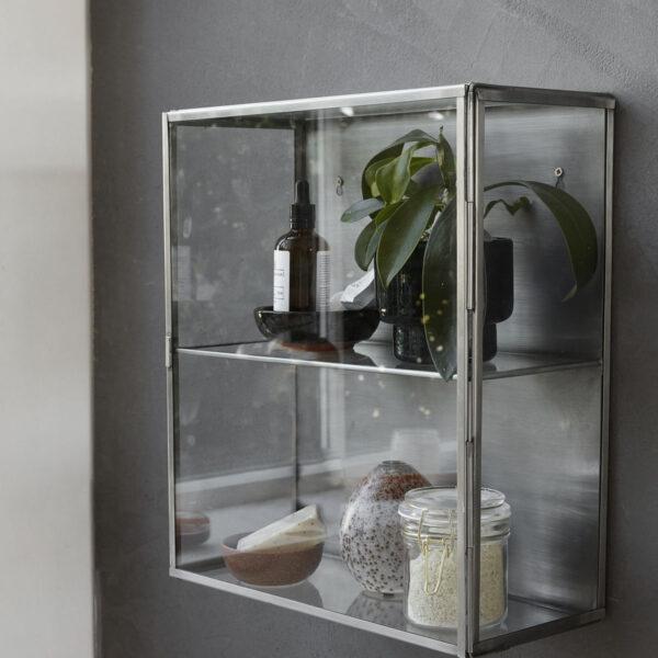 Glass kabinet fra House Doctor i zink