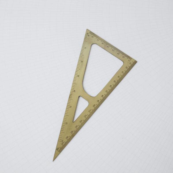 Monopraph triangel lineal i messing