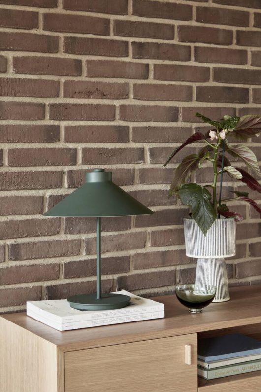 Bordlampe fra Hübsch i grøn