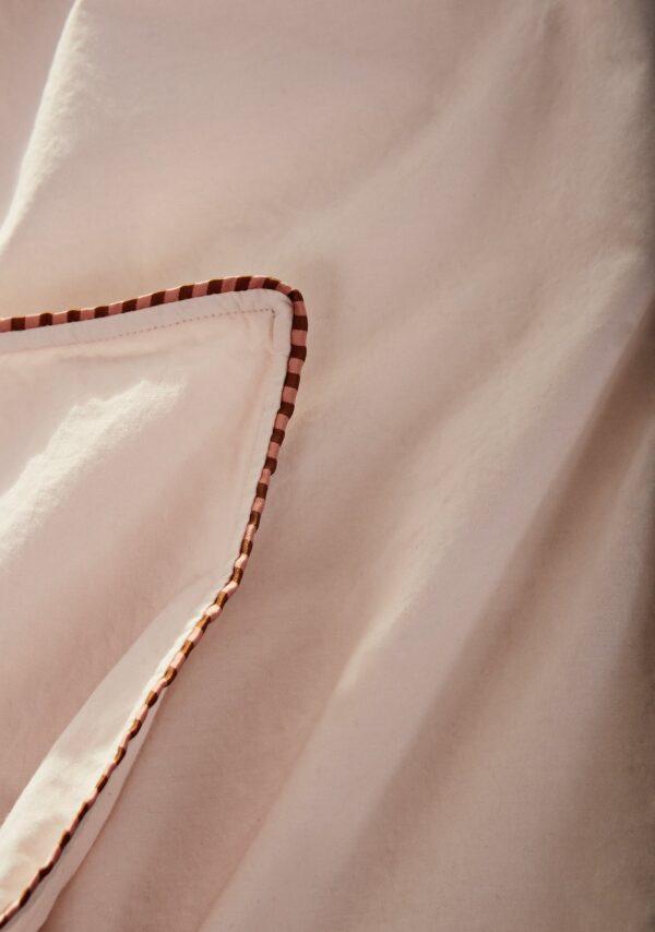 Haikan sengetøj fra OYOY i rosa