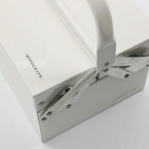 Optimus værktøjskasse fra Monograph i hvid i størrelsen stor