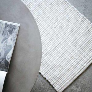 House Doctor Chindi gulvtæppe i hvid, 60x90 cm