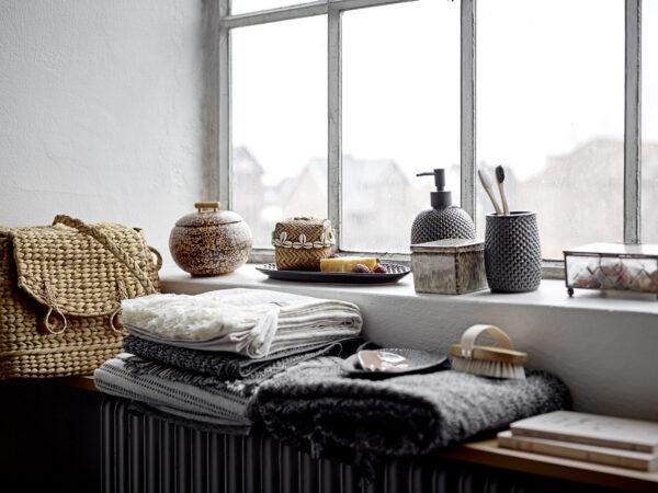 Håndklæde fra Bloomingville i sort og bomuld i størrelsen 140x70