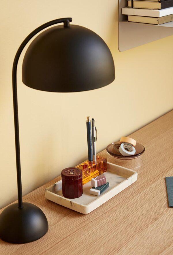 Bordlampe fra Hübsch i sort