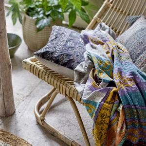 Eloise lounge stol med fodskammel fra Bloomingville i natur