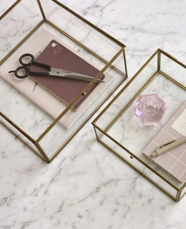 Kvadratisk glasboks fra Hübsch i glas og messing