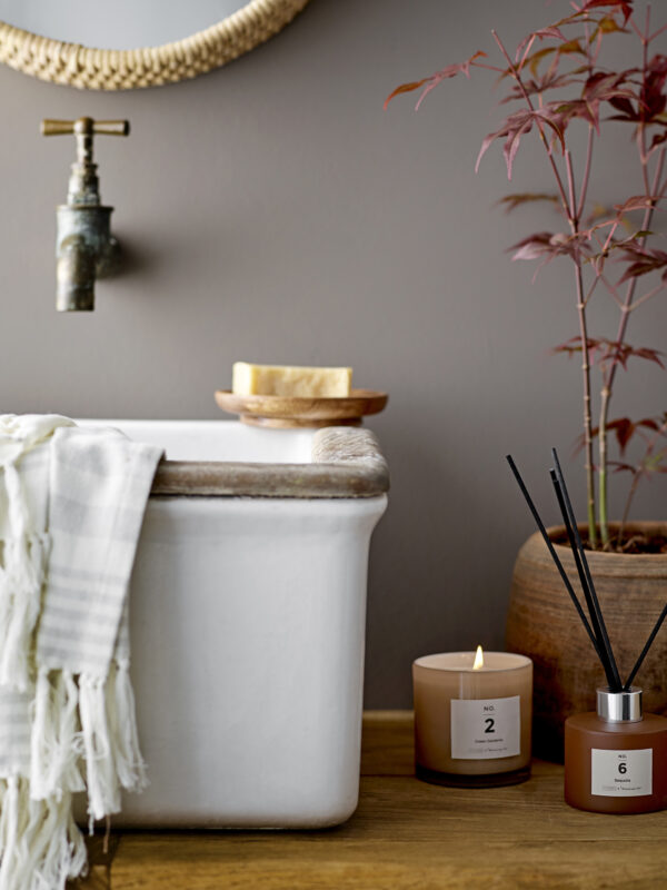 Green Gardenia duftlys fra Illume X Bloomingville NO. 2 i brun