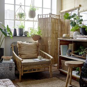 Sole lounge stol fra Bloomingville i natur