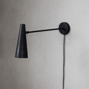 Precise væglampe fra House Doctor i mat sort korte