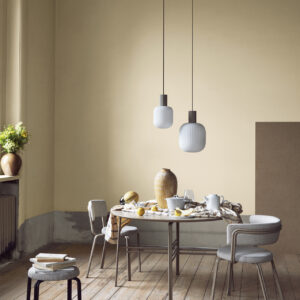 Lolly loftlampe fra Broste Copenhagen i sand og hvid i størrelse lille