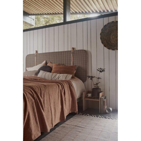 Gobi sengetæppe fra OYOY i brun
