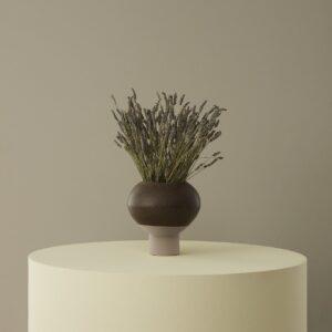 Hagi vase fra OYOY i brun