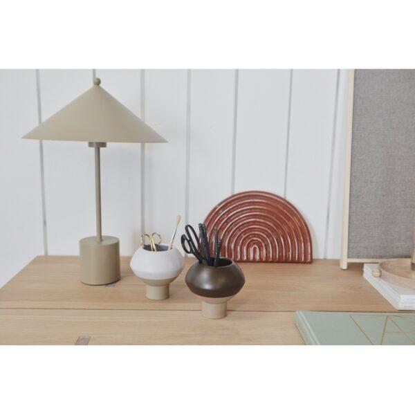 Kasa bordlampe fra OYOY i grå