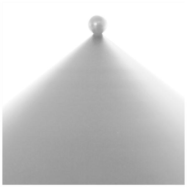 Kasa bordlampe fra OYOY i offwhite