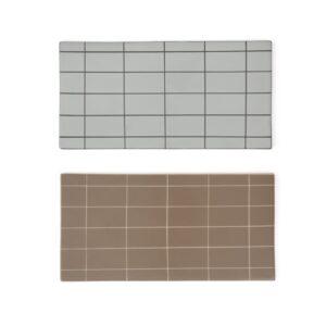 Suki bræt i firkantet fra OYOY i grå og brun