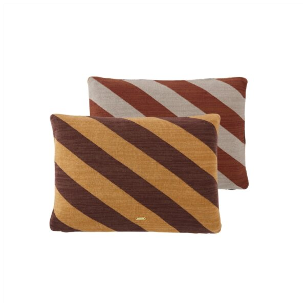 Takara Cushion puder fra OYOY i brun og karamel