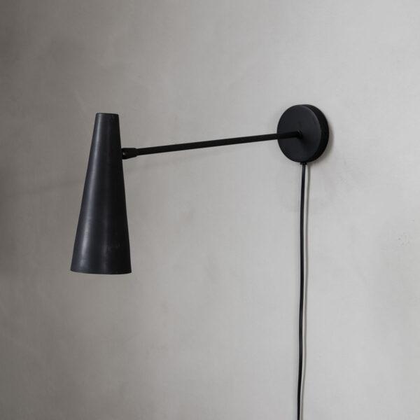 Precise sort væglampe fra House Doctor