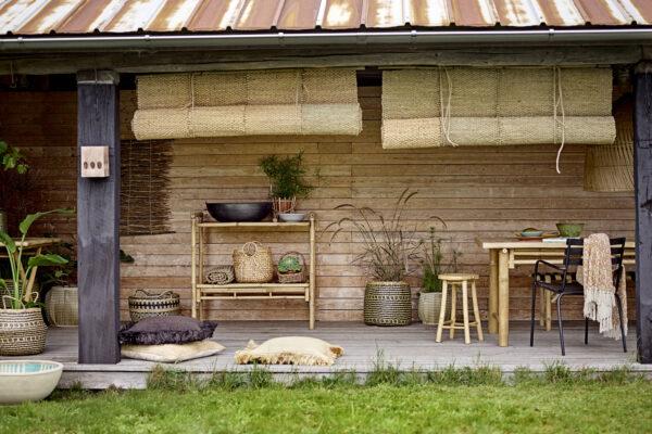 Sole spisebord fra Bloomingville i natur